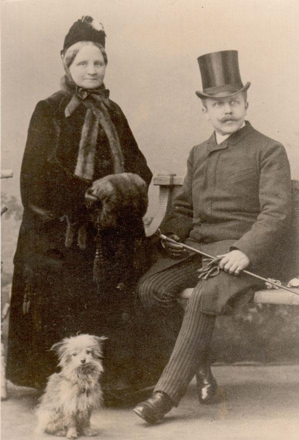 Der Gründer, Carl Küster, mit seiner Mutter